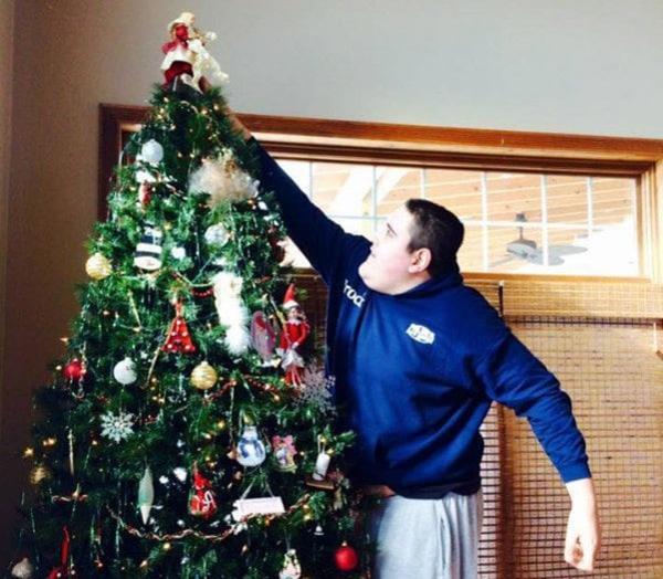 need-new-Broc-Brown-Christmas-Tree-Facebook-30974
