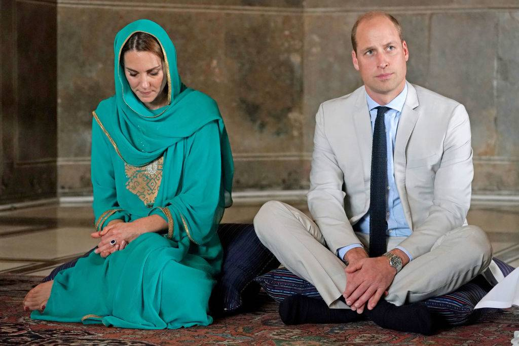 kate wearing a traditional Pakistani outfit in October 2019
